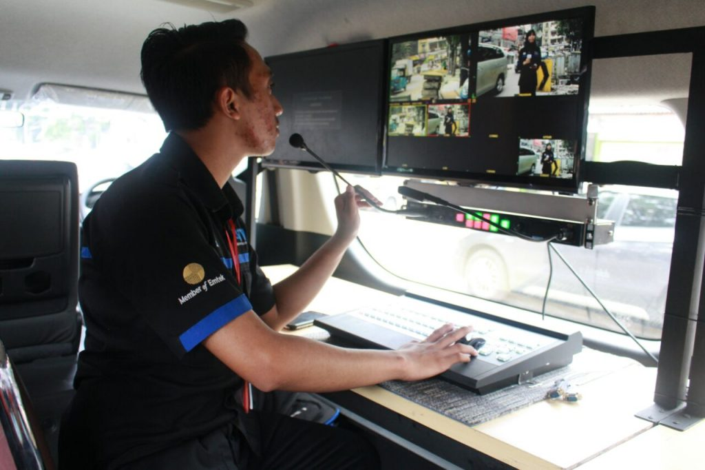Asiknya Praktik Live Report dengan Mobil OB Van 2